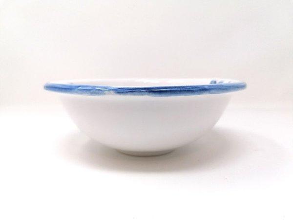 Frühstücksset bestehend aus einem Schälchen und einem Henkelbecher Keramik weiss glasiert mit Fischmotiv Meander BV